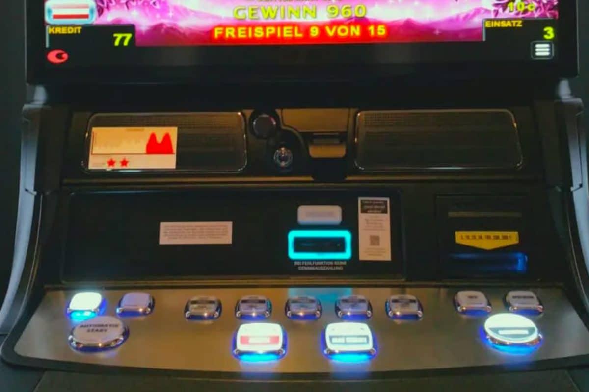 Aufkleber an den Automaten der Casinos Austria