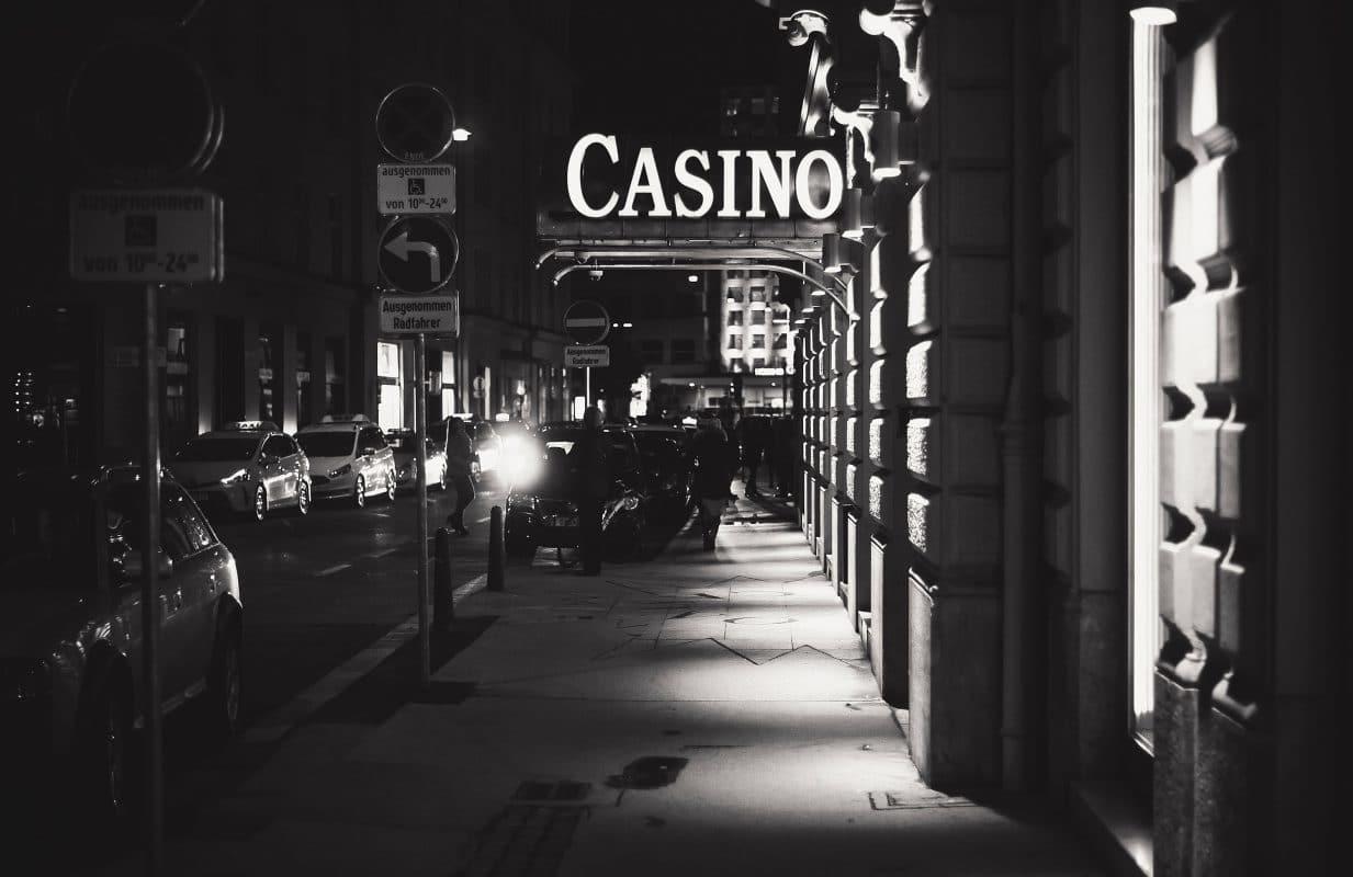 Was verbindet die Casinos Austria und die illegalen Online-Glücksspiel-Anbieter?