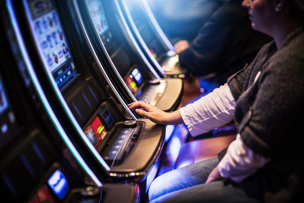 Gefährliches Spiel an den Glücksspielautomaten